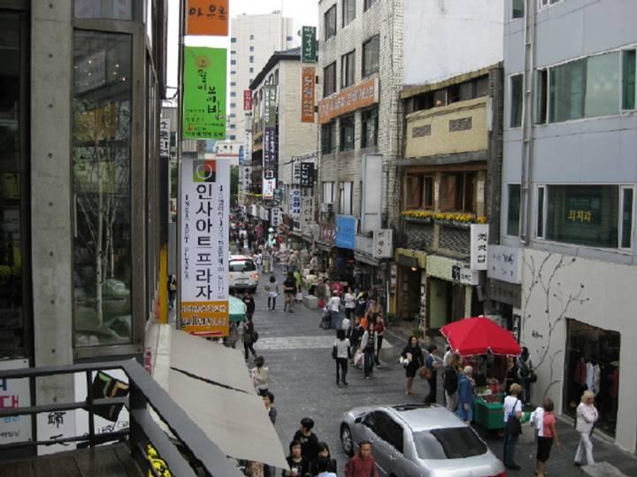 インサドン通りの風景