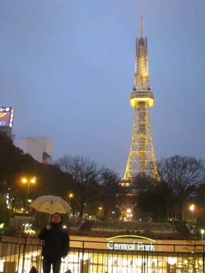 近くには名古屋タワーもあります