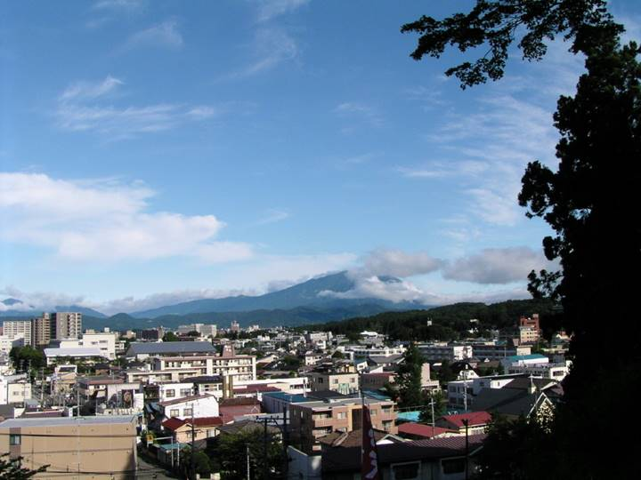 遠くに見える山が伝説の(?)岩手山