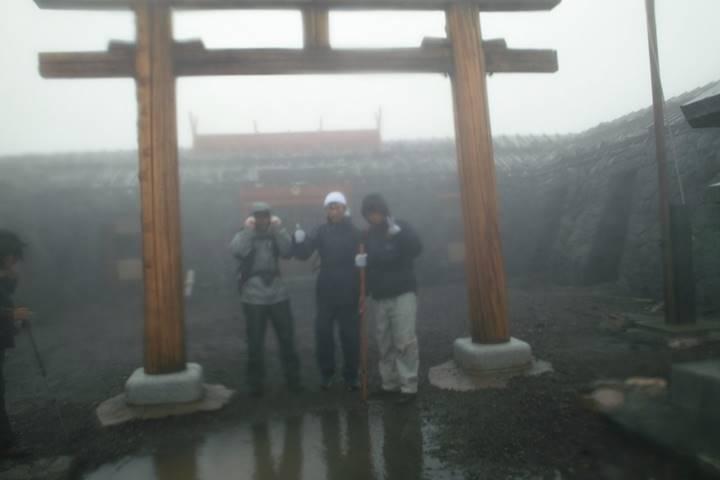 浅間大社の前で。寒い…