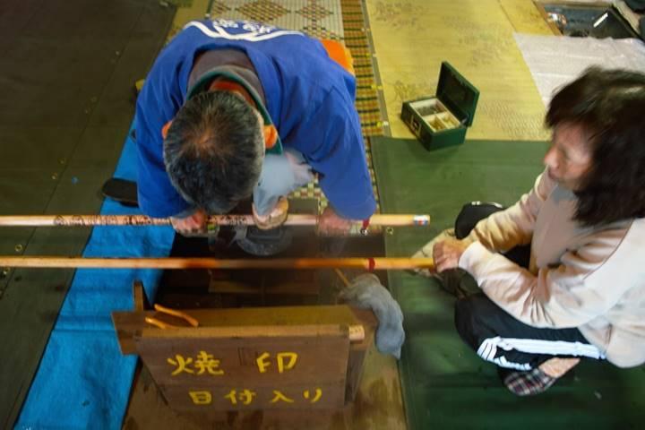 浅間大社でお参り後、持っていた杖に焼き印を頂きました。
