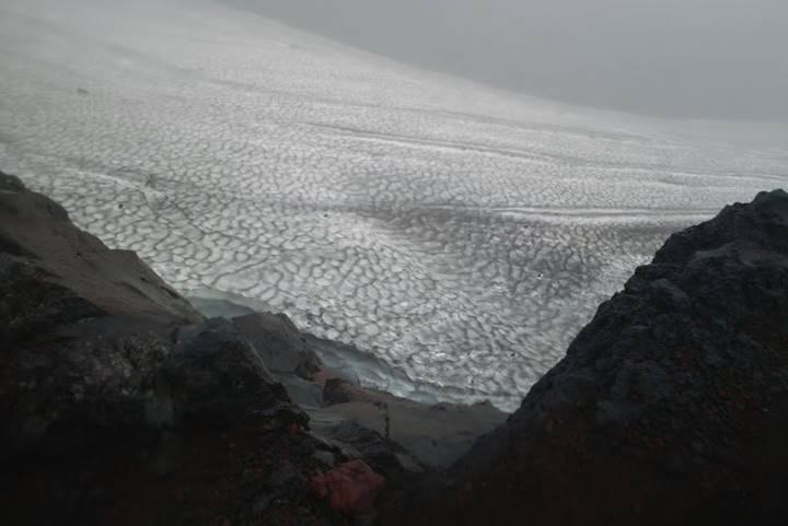 こ…これは!万年雪!約3500m地点で撮影