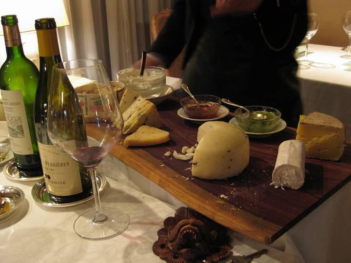 色々な種類のチーズは食事の風味を一層盛り上げます