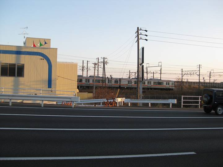 JR東海はオレンジ色。写真は浜松行き。