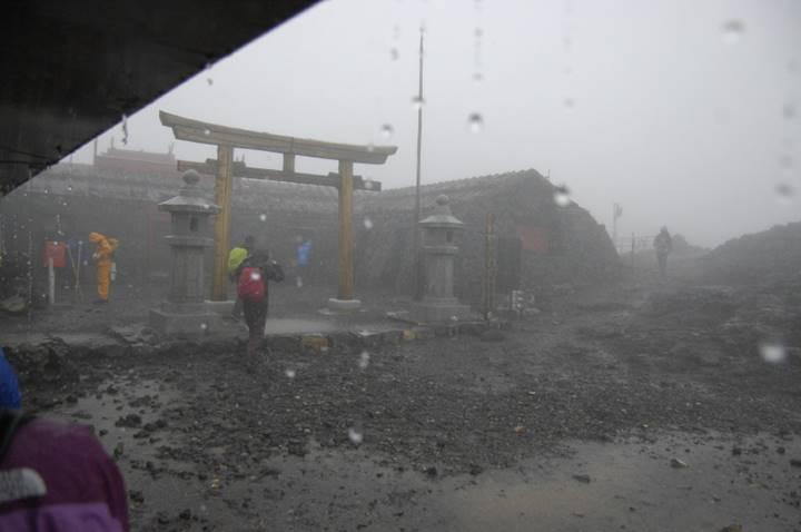 とにかく凄い雨、嵐です