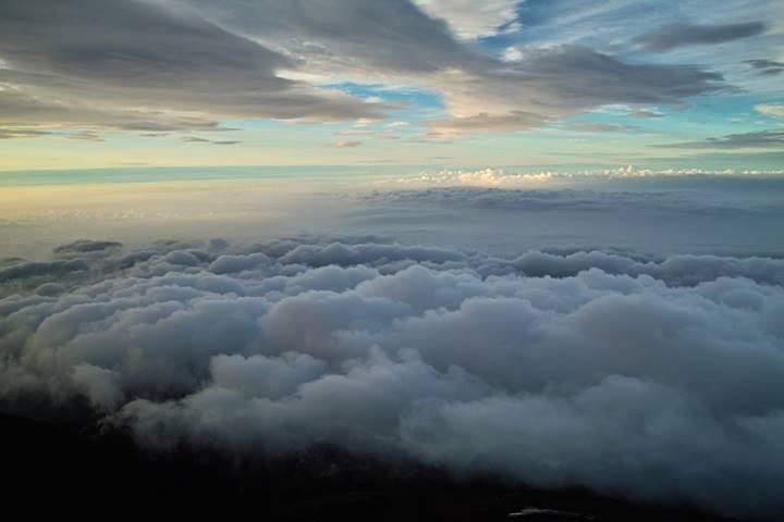 果てしなく広がっている雲霧