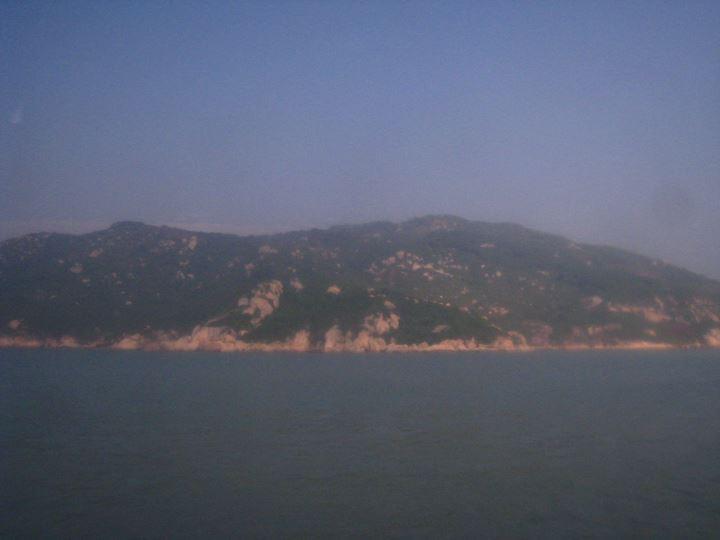 マカオ行きのフェリーから見える島☀
