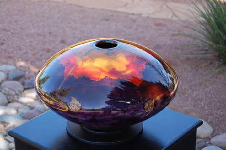 円盤型の作品には、日常が写ります。