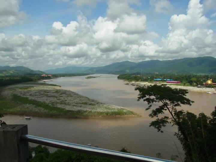 国境沿いの川