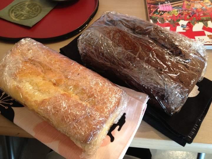 パウンドケーキ2種。どっちも食べる。