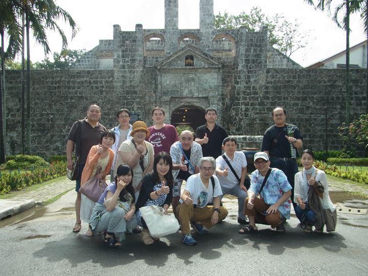 サンペドロ要塞をバックに記念撮影