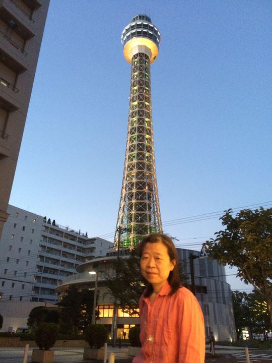 横浜マリンタワー前にて