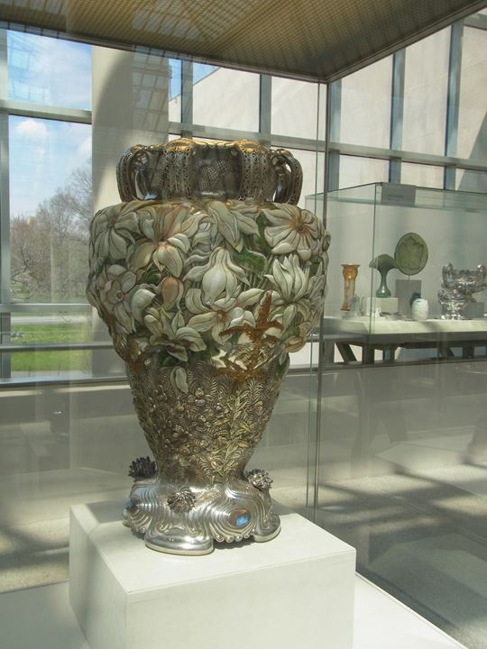 非常に大きな花瓶