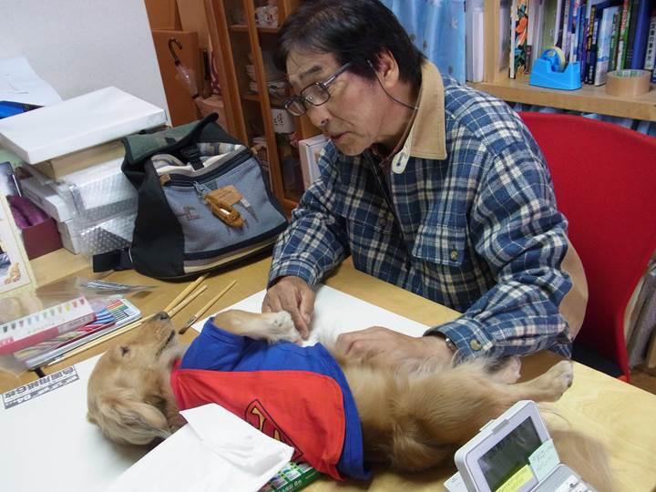 内藤先生、じゅんと戯れる。