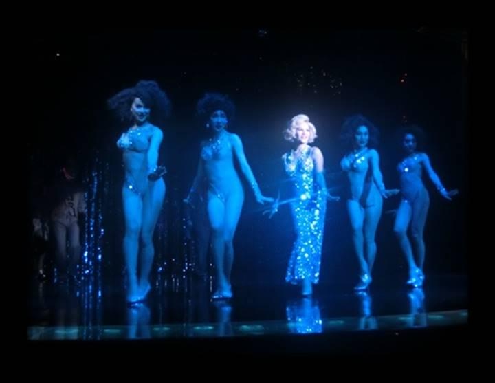 マリリンモンローの曲で踊るニューハーフ