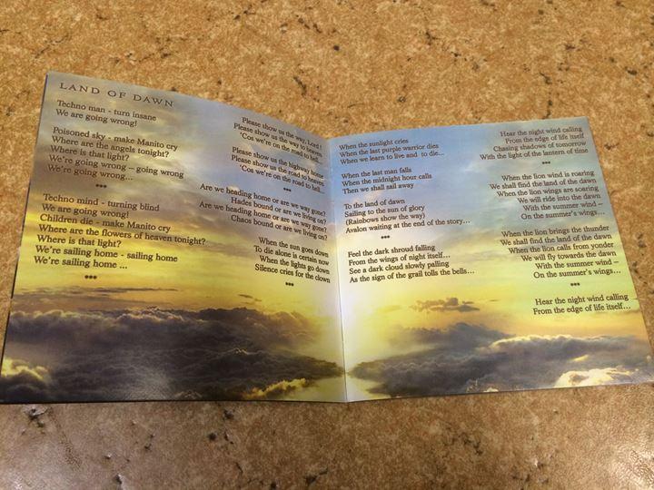 歌詞カード 2.