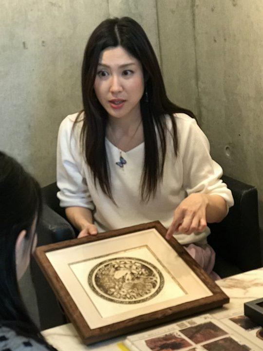 フジムラコンテンポラリーアート所属、銅版画家の小柳優衣先生