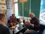 スティーブホールマーク氏とお客様の会話写真