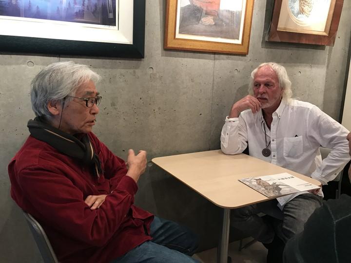内藤画伯とスティーブホールマーク氏の対談