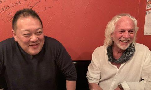 オーナーとスティーブホールマーク氏の写真