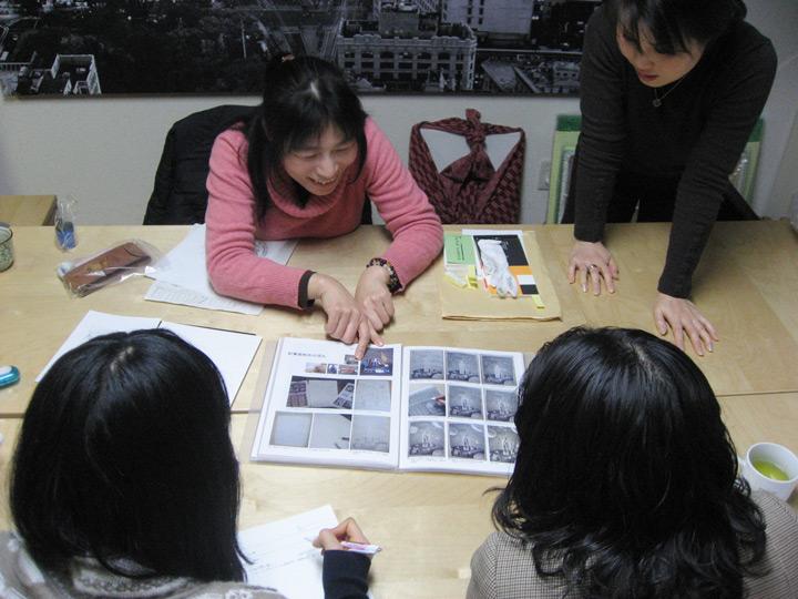 フジムラコンテンポラリーアート企画展に向けての勉強会の様子